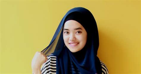 CARA PAKAI HIJAB JILBAB: Model Baju Muslim Casual Stripped