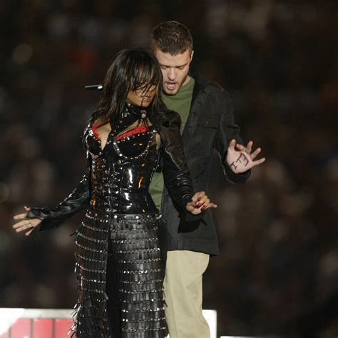 Bowl Halftime Wardrobe by How A Halftime Show Wardrobe Changed The