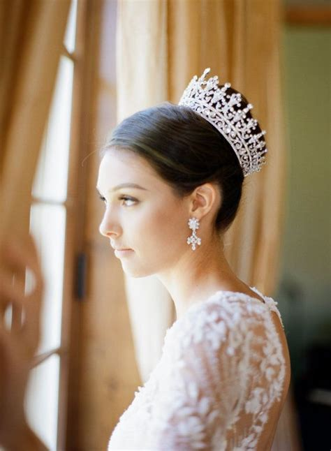 Wedding Hairstyles With Diamantes by 25 Best Ideas About Bridal Crown On