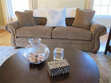 Simple Coffee Table Decor ? Tina's Chic Corner
