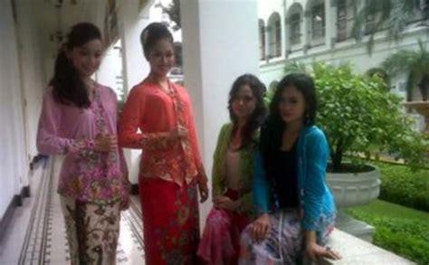 Pakaian Baju Wanita Kebaya Encim Bunga Matahari Merah Lengan 3 4 kain kebaya encim tempo doeloe car interior design