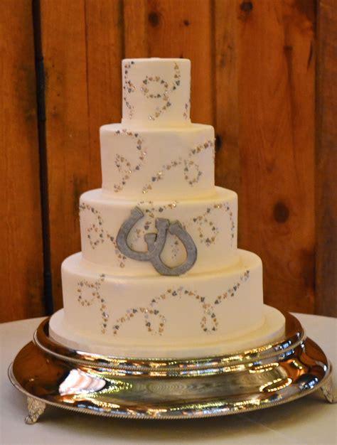 Horseshoe Wedding Cake   Fondant Wedding Cakes   Country