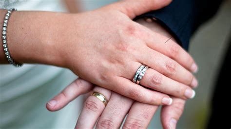 proper way wear wedding ring set edccef caymancode