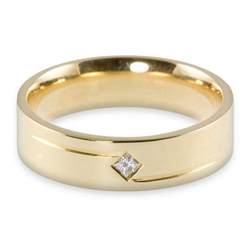 yellow gold princess cut wedding ring