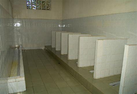 chinese public bathrooms ba 241 os chinos el arte de la sentadilla el gato chino