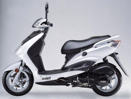 scooter pedana piatta class 50 nuovo scooter italjet