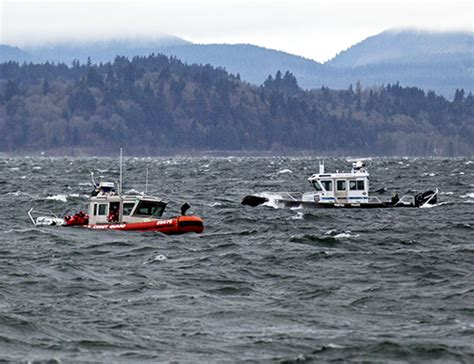 a fireboat in the harbor is helping west seattle blog update 1 man dies after 4 rescued