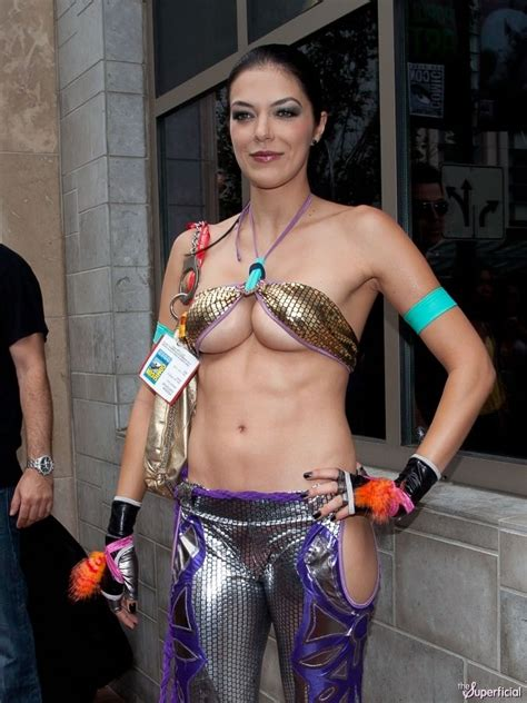 Adrianne Curry Teams Up With Nvidia by Adrianne Curry Cleavage Abs Christie Monteiro