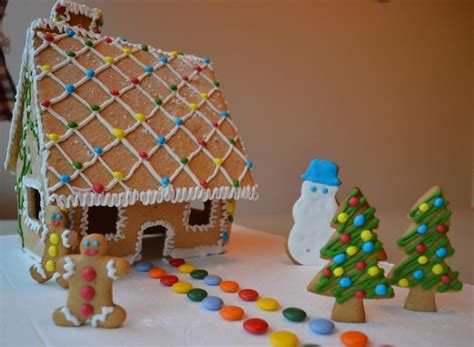 Cute House Designs how to make a christmas gingerbread house step by step