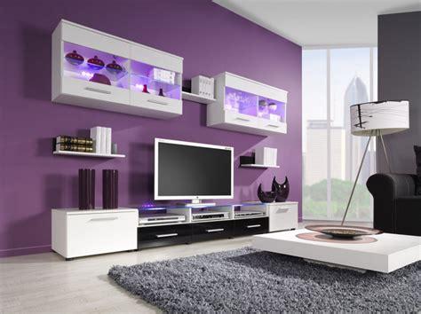 design interior cat rumah pesona warna ungu pada desain ruang tamu desain interior
