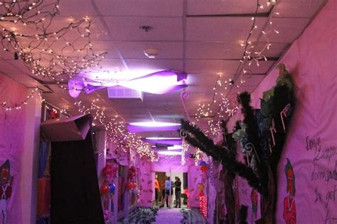 how to make school hall christmas hallway decoration for school www indiepedia org