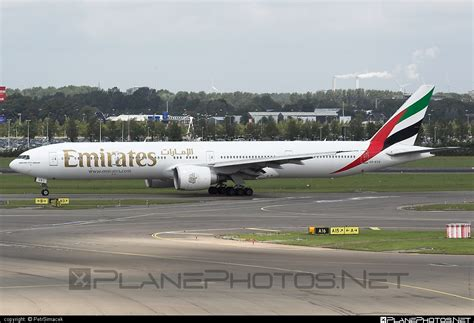 emirates boeing 777 300er boeing 777 300er a6 ecs operated by emirates taken by