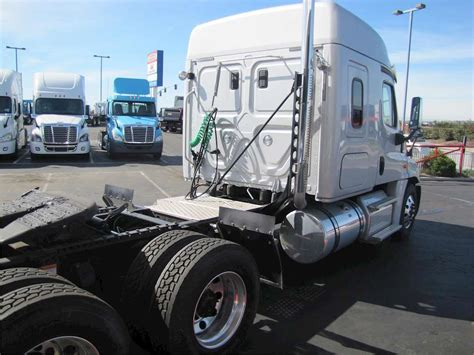 Sleeper Semi Trucks For Sale by 2016 Freightliner Cascadia 125 Sleeper Semi Truck For Sale