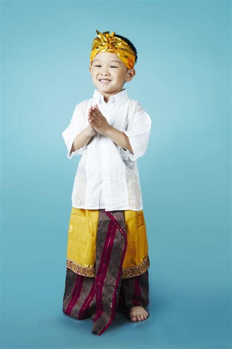 Pakaian Anak Stelan Cowok Ozuka Kumis 15 baju tradisional yang dipake anak kecil ini emang nggemesin bikin kamu nggak sabar punya