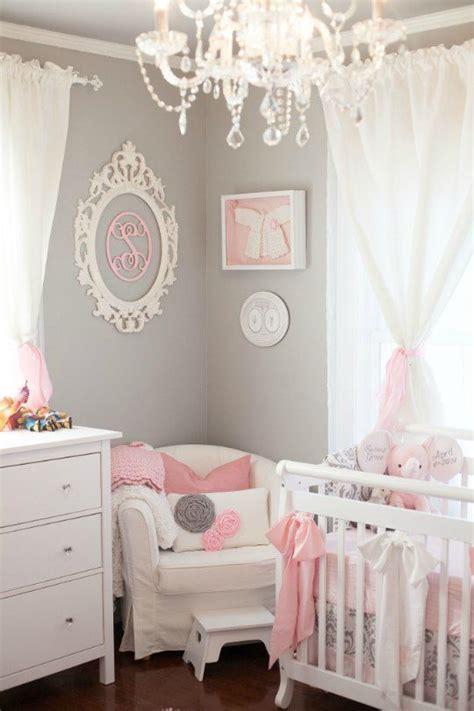 themes for little girl nursery d 233 co murale avec un cadre baroque ovale sur pinterest