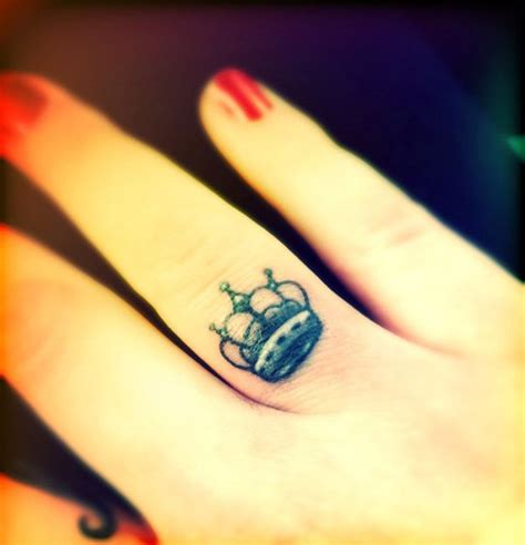 crown tattoo on finger meaning crown finger tattoo 2017 2018 best cars reviews