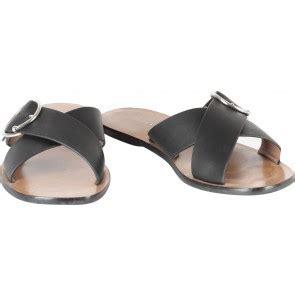 Sepatu Hello Lu Small 8 koleksi sepatu dan aksesoris dari charles and keith di tinkerlust