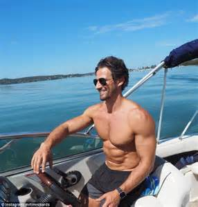 i m on a boat guy anna heinrich and tim robards use instagram to perform