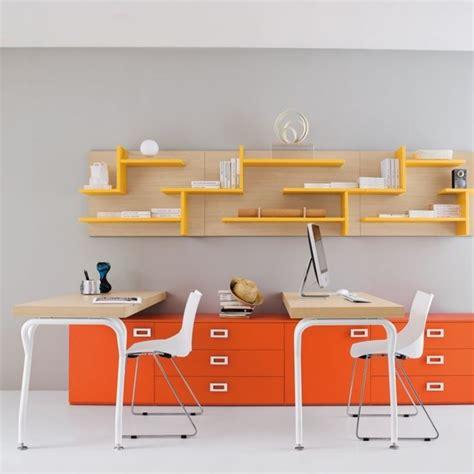 scrivania colorata scrivania cameretta funzionale e colorata camerette moderne