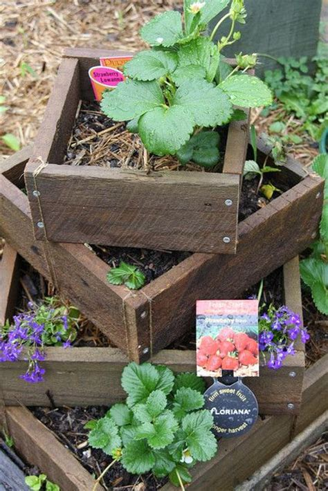 Stacked Planter Boxes by How To Build A Planter Box For Strawberries Woodworking