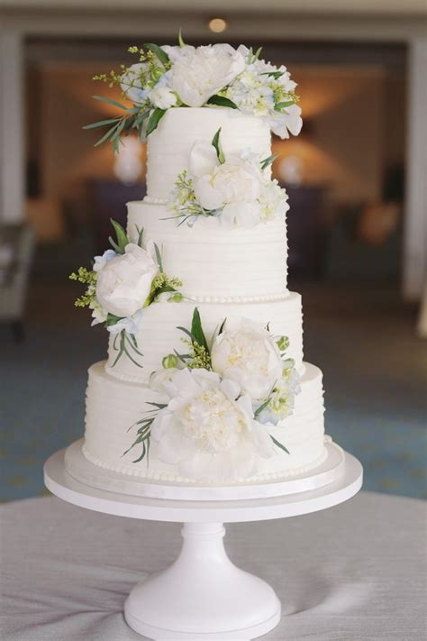 flowers for wedding cakes real 25 best ideas about wedding cake fresh flowers on