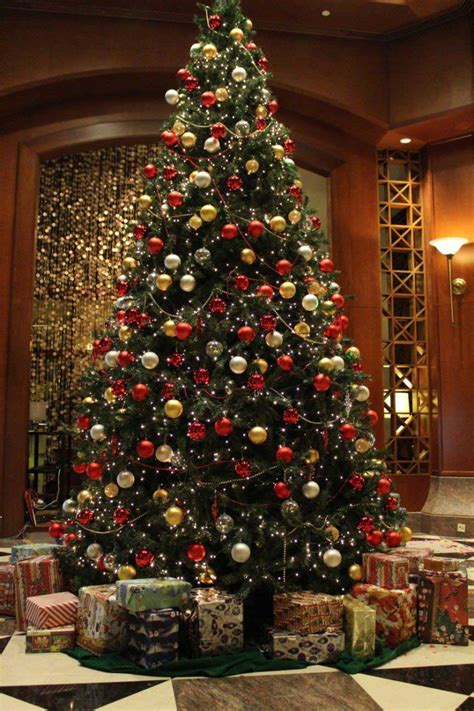 where to put christmas tree 5 different christmas tree decorating ideas the chromologist