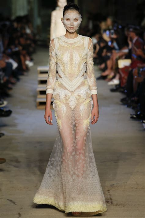 Frock Horror Of The Week Catwalk 11 by Givenchy 2016 Ready To Wear Collection Vogue