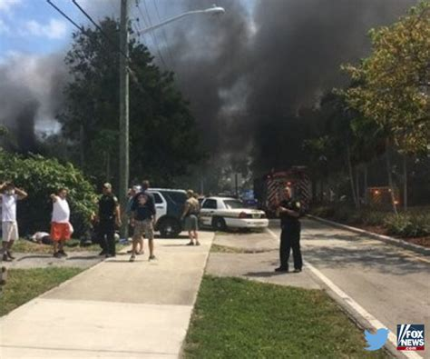 Plane With Smiths Leaves Florida by Florida Small Plane Crash Hits Empty House Injuring Three