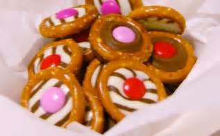 coklat oklat chocolate pretzel rings