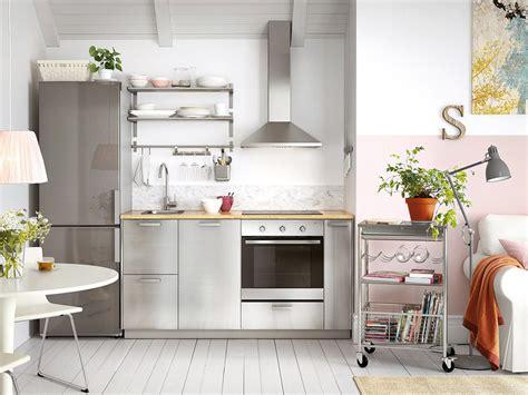 alacena junto al refrigerador espacios compartidos y abiertos en casa mi casa