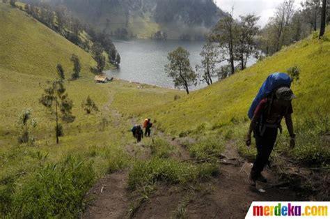 rekomendasi film pendakian gunung foto kisah para pendaki di gunung semeru merdeka com