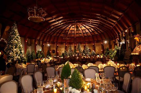 Winter Wedding Ideas: Festive Holiday and Christmas Décor