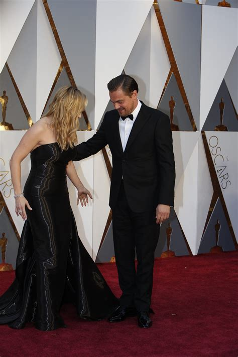 Es Oscar Carpet Coverage by Leonardo Dicaprio And Kate Winslet Oscars Carpet