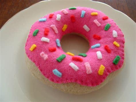 felt donut pattern free tutorial for felt food doughnuts pinteres