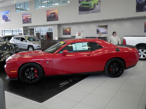 dodge challenger srt hellcat  naperville dealer side photo redline red tricoat pearl