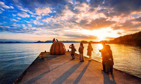 imagenes de foto japon naoshima la isla japonesa de las calabazas gigantes