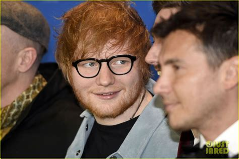 ed sheeran perfect location ed sheeran snaps a fan selfie at songwriter documentary