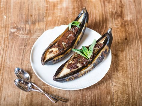 4 easy grilled banana recipes grilled banana with chocolate recipes kitchen stories