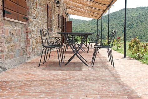 pavimenti in cotto per esterni prezzi cotto fatto a mano mattoni in cotto fatto a mano di