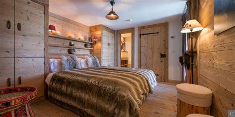 dachgesims holz schlafzimmer im alpenstil mit altholz im luxus chalet