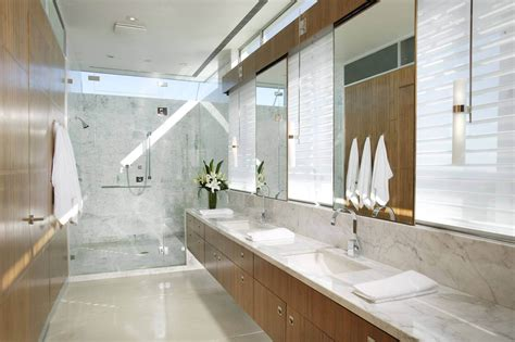 luxury bathtubs and showers 40 luxurious master bathrooms most with incredible bathtubs