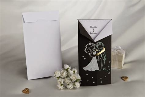 contoh undangan pernikahan unik gambar kartun karakter