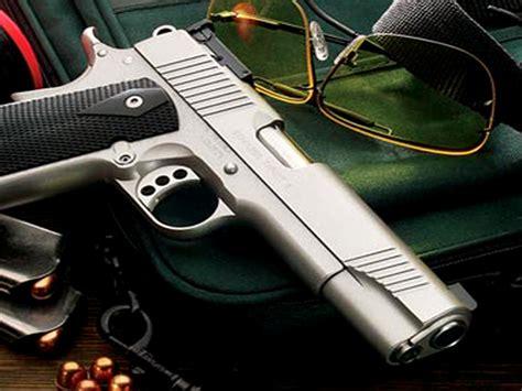 porto d arma per difesa personale sicurezza una famiglia su 6 ha un arma in casa