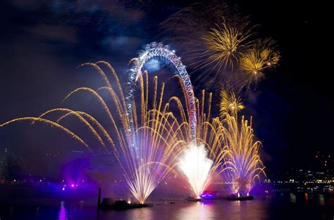 New Year S Thames River | 17 firework filled photos of britain ringing in 2016