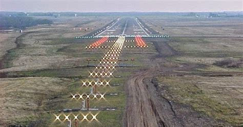 santa runway landing lights articles why are runway lights white taxiway lights blue and airport lights rotating green and