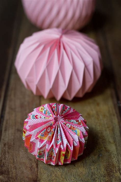 How To Make Flower Paper Lanterns - diy paper things pretty paper lanterns pink paper and