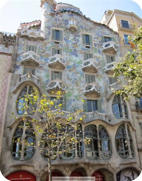 gaudi the complete buildings destinations detours and dreams ten things to do in barcelona
