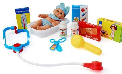 Mainan Pretend Play Peralatan Dokter Anak Dengan Wadah Mainan Kado permainan edukasi ini dapat menamani si kecil saat diajak menginap di hotel