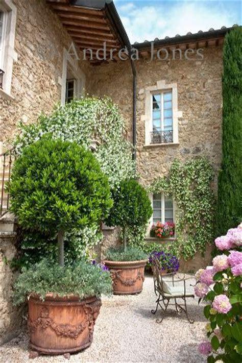 italian villa courtyard italian style pinterest