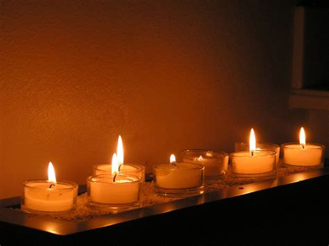 bathtub candles how to choose the best candle for your bathroom candle